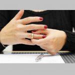 زنی که درخواست طلاق میدهد میتواند مهریه بگیرد ؟