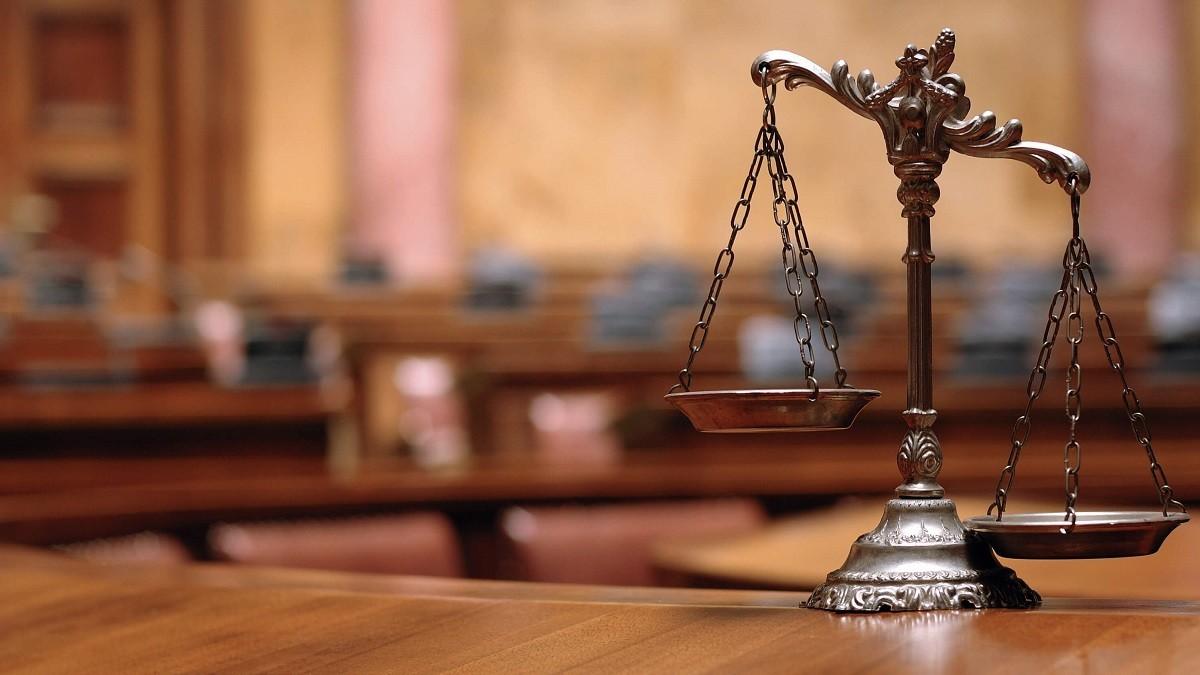 خاطره یک قاضی از چمباتمه زدن وکیل وسط دادگاه